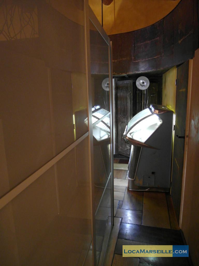 location meubl e marseille loft type t3 loft vieux port. Black Bedroom Furniture Sets. Home Design Ideas