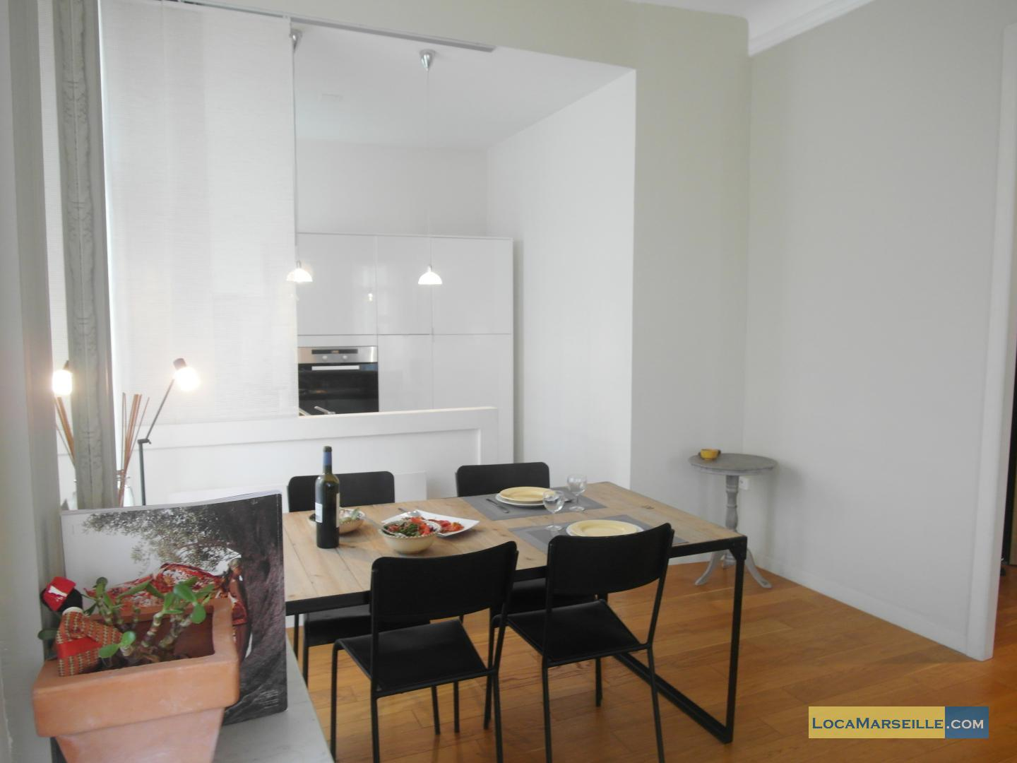 Location meubl e marseille appartement type t2 carrousel for Salle a manger 1920
