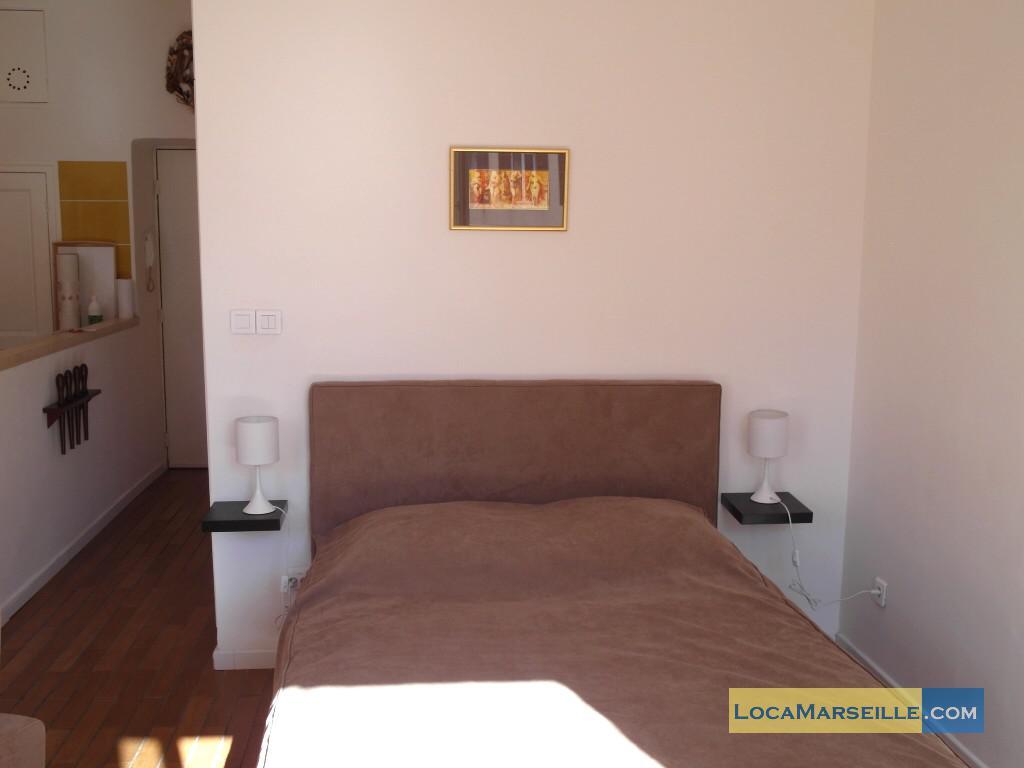 marseille location meubl e appartement type t1 studio place aux huiles. Black Bedroom Furniture Sets. Home Design Ideas