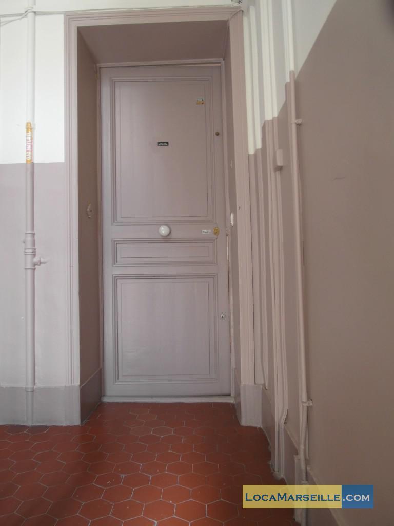 location meubl e marseille appartement type t2 balcon des catalans. Black Bedroom Furniture Sets. Home Design Ideas