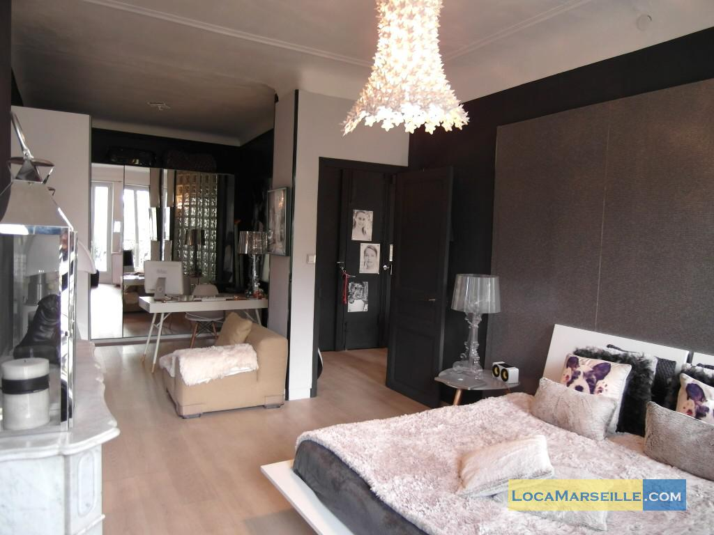 Location meubl e marseille appartement type t2 design des cinq for Location appartement design