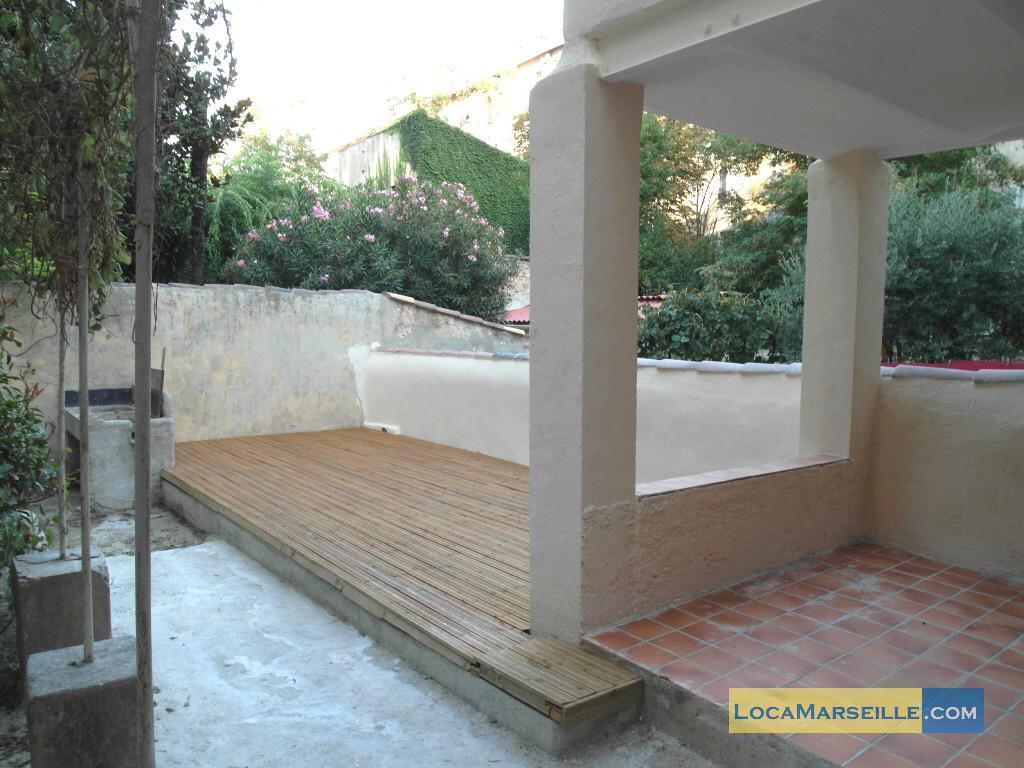 Marseille location meubl e appartement type t1 studio un for Terrasse en ville location marseille