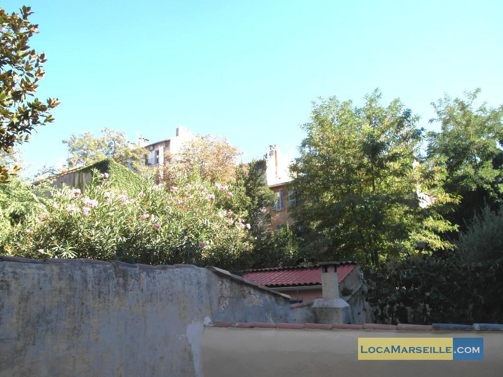 Marseille location meubl e appartement type t1 studio un jardin en ville - Terrasse jardin ville tours ...