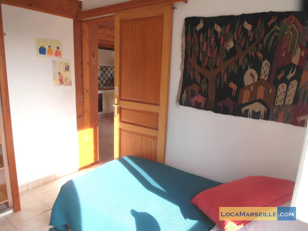 Location meubl e marseille appartement type t3 duplex des for Chambre a coucher des enfants