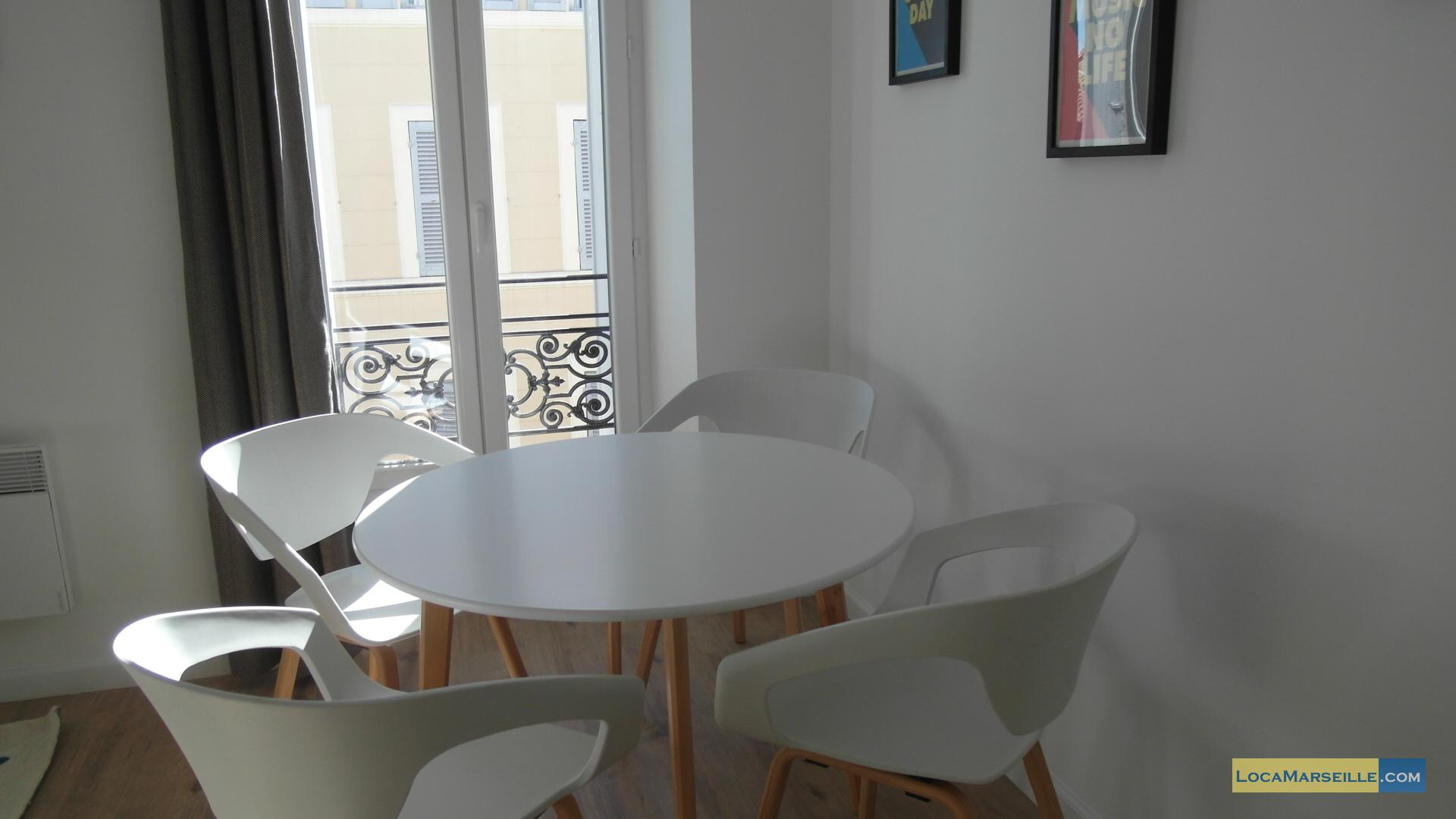 grand t2 design en location meubl e marseille proche de castellane. Black Bedroom Furniture Sets. Home Design Ideas