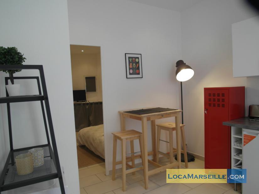 Location appartement meubl marseille dans le panier for Appartement meuble marseille
