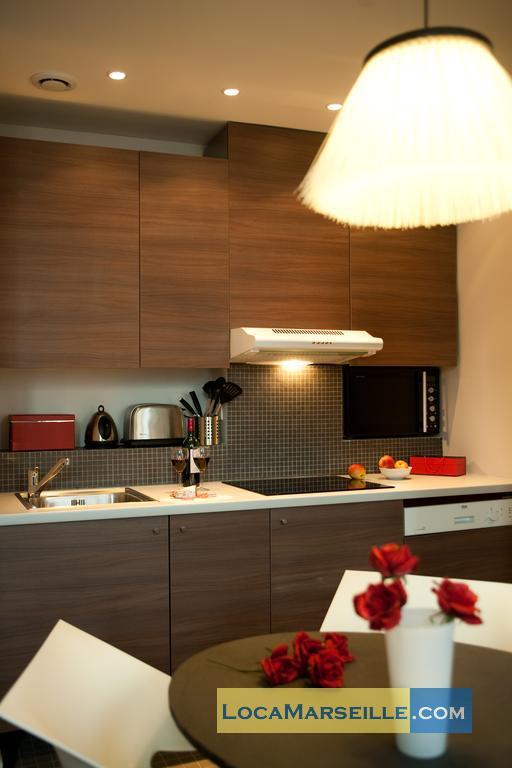 location meuble marseille rue paradis. Black Bedroom Furniture Sets. Home Design Ideas