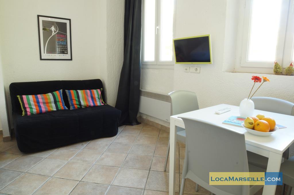 studio meubl rue aldebert marseille centre ville. Black Bedroom Furniture Sets. Home Design Ideas